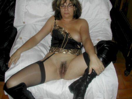 Chienne sexy très motivée recherche un gars sérieux