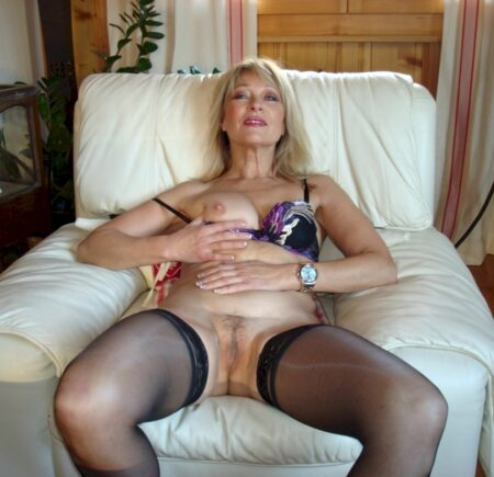 Cougar sexy docile pour coquin clean