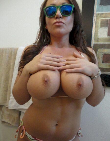 Femme cougar sexy dominatrice pour coquin qui est docile