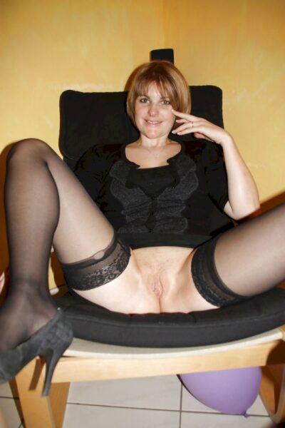 Femme infidèle sexy dominatrice pour homme qui est docile