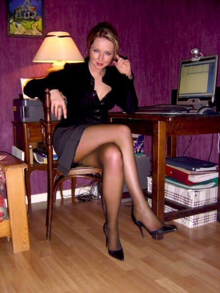 Femme infidèle soumise pour coquin dominateur souvent disponible
