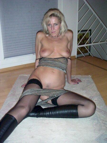 Femme mature dominatrice pour mec qui obéit